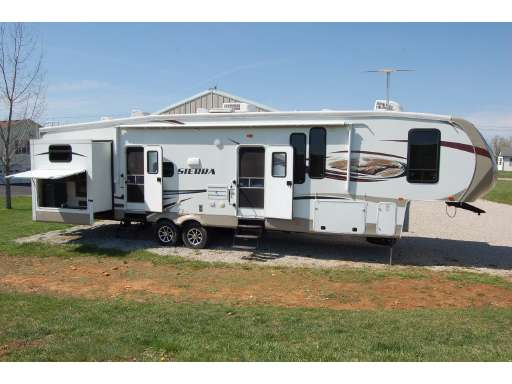 Who sells Forest River Fifth Wheels?