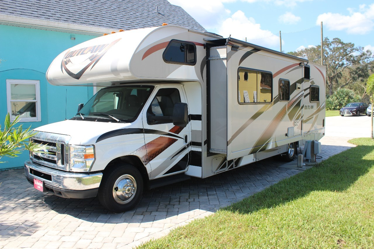 100 motorhome with garage canyon star 3920 class a Rv with garage